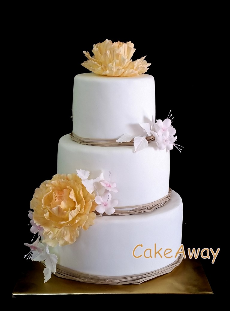 wedding cake peach and pink flowers
